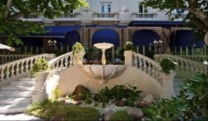 Закрытие Hotel Ritz, Madrid на масштабную реновацию.